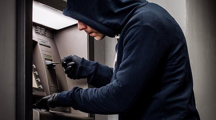 Мошенничество с банкоматами – как не стать жертвой аферистов?