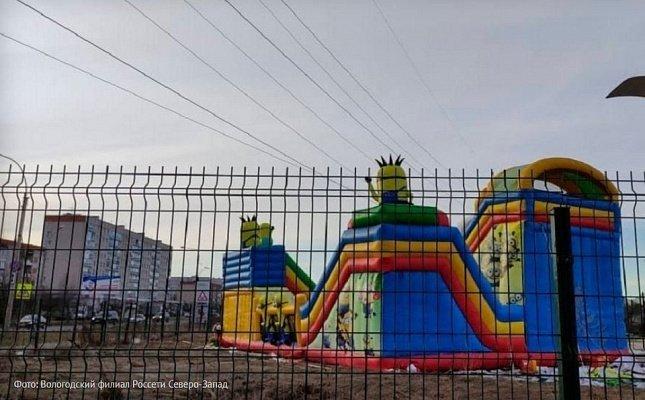 В Вологде детский батут установили прямо под ЛЭП