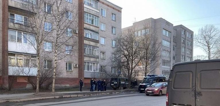 Мужчина скончался на улице в центре Вологды