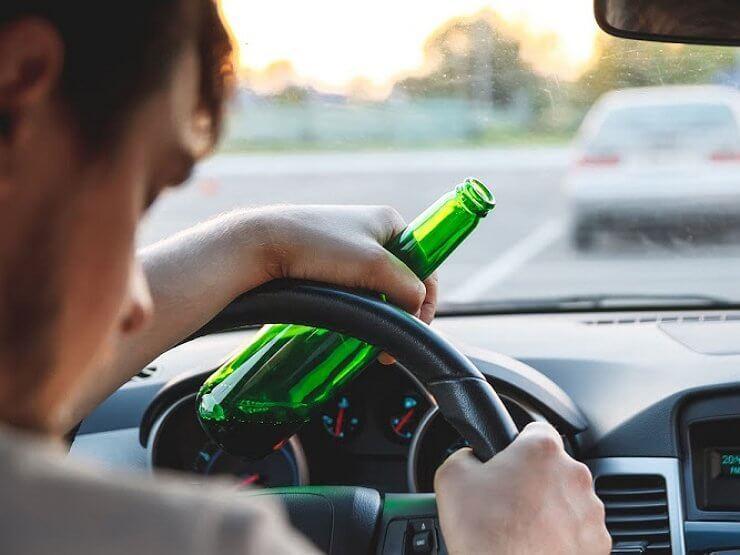 В Вологде пьяный водитель «Мерседеса» уснул за рулем посреди дороги
