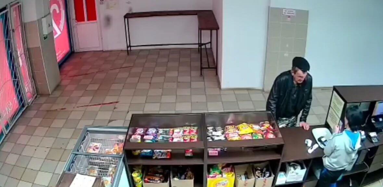 Вологжанин украл банковскую карту знакомой, которая попросила его купить алкоголь
